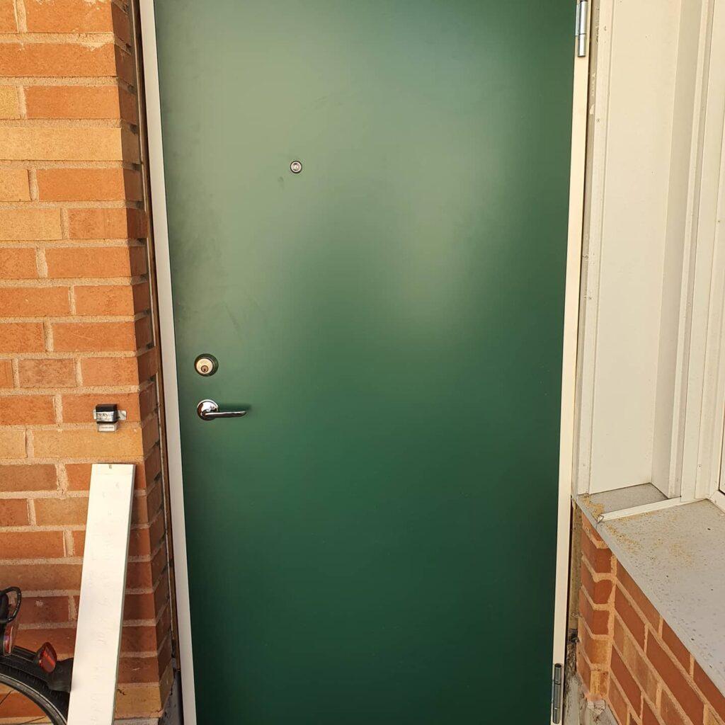 Grön säkerhetsdörr